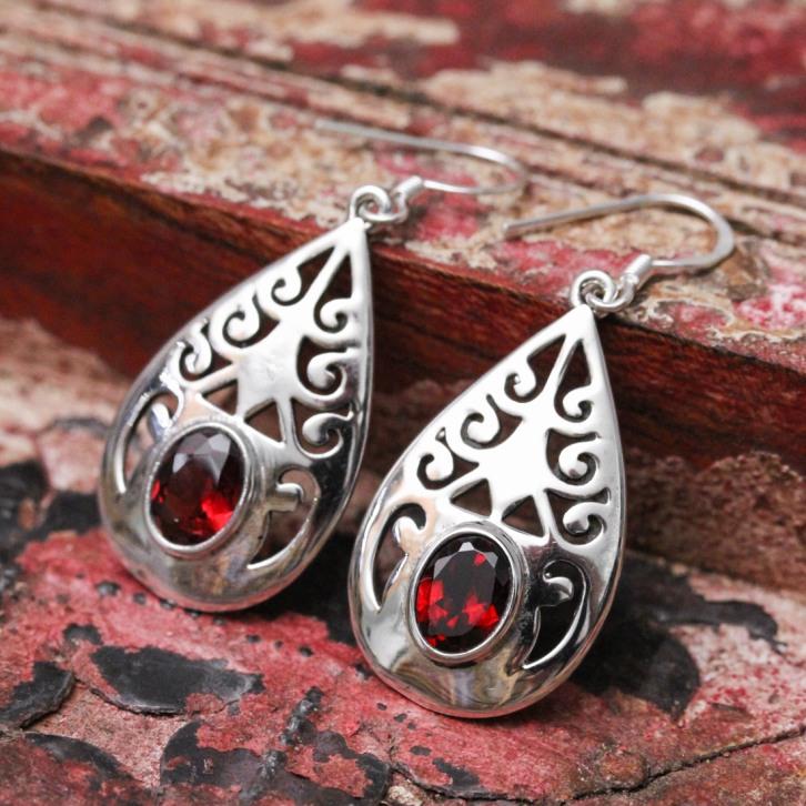 Boucles d'oreilles en argent et pierre grenat